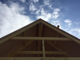 Construction de Untitled Project : Replica (Thoreau's Cabin) de Conrad Bakker dans le parc Izadia ©Nicolas Etchenagucia